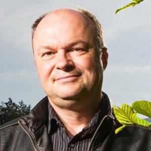 Hans Winkler Pfarrer «Zweite Lebenshälfte» Ennetriederweg 2 6060 Sarnen Tel G: 041 660 18 79 hans.winkler@refow.ch - portrait_hanswinkler-300x300